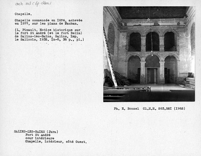 Revers de la façade ouest à l'intérieur de la chapelle, cour intérieure du fort
