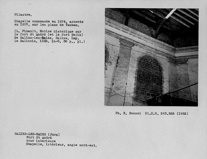 Chapiteau du pilastre à l'intérieur de la chapelle, angle nord-est