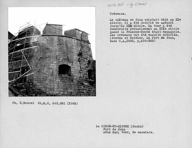 Créneaux du côté sud de la tour