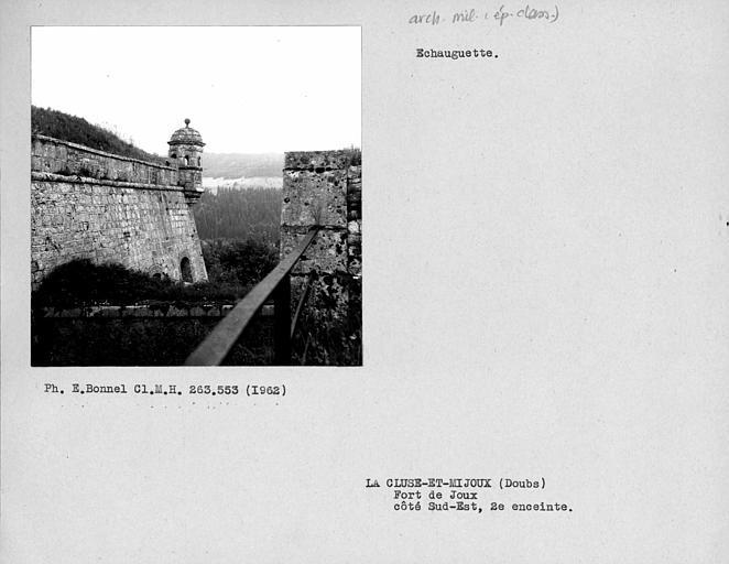 Echauguette et remparts de la deuxième enceinte du côté sud-est