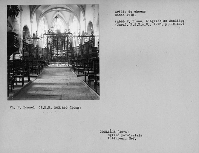 Grille du choeur à l'intérieur de la nef