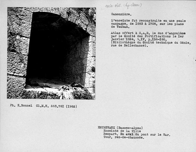 Canonnière de la tour du rempart