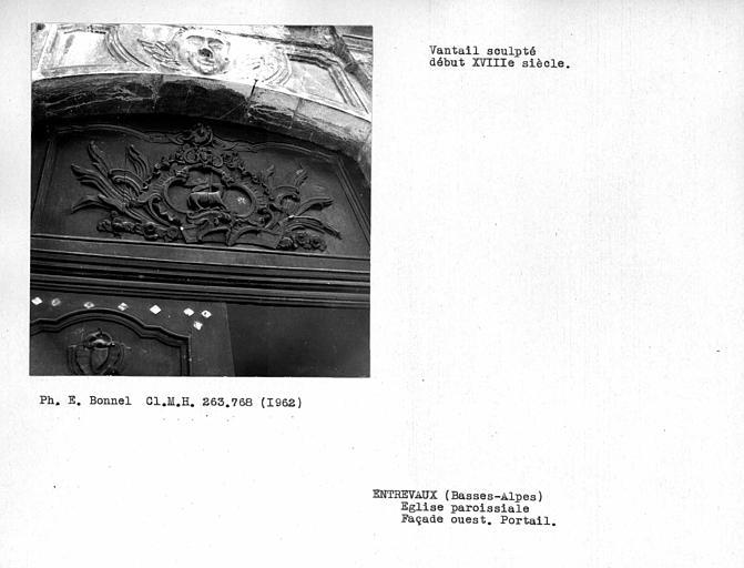 Imposte de la porte de la façade ouest, vantail sculpté
