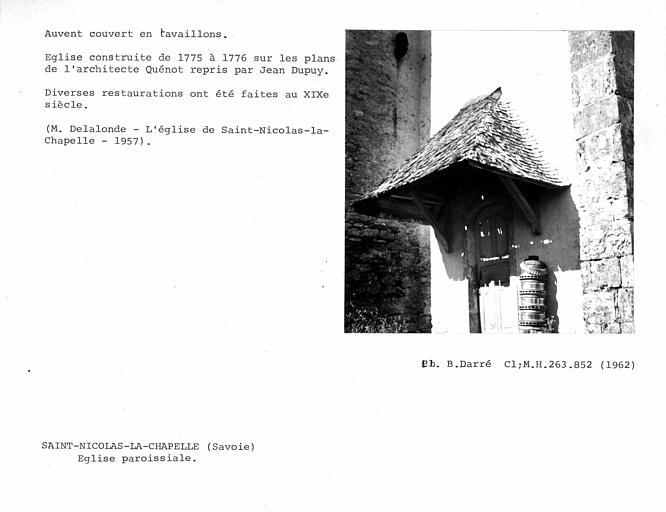 Auvent couvert en tavaillons de la porte latérale de la façade nord