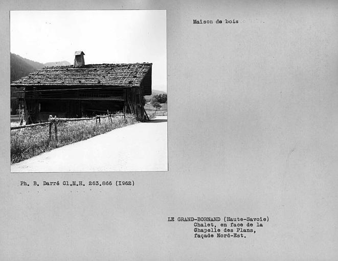 Façade nord-est de la maison en pan-de-bois