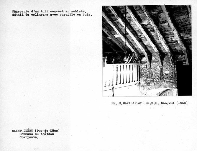 Charpente de la grange, détail du voligeage avec cheville en bois