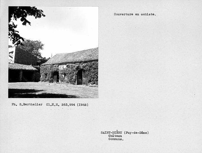 Couverture en schiste du toit de la grange