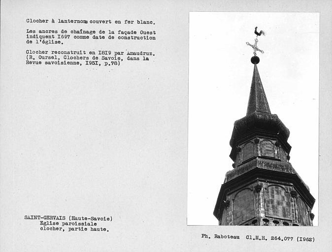 Couverture en fer blanc de la partie haute du clocher, bulbes et flèche