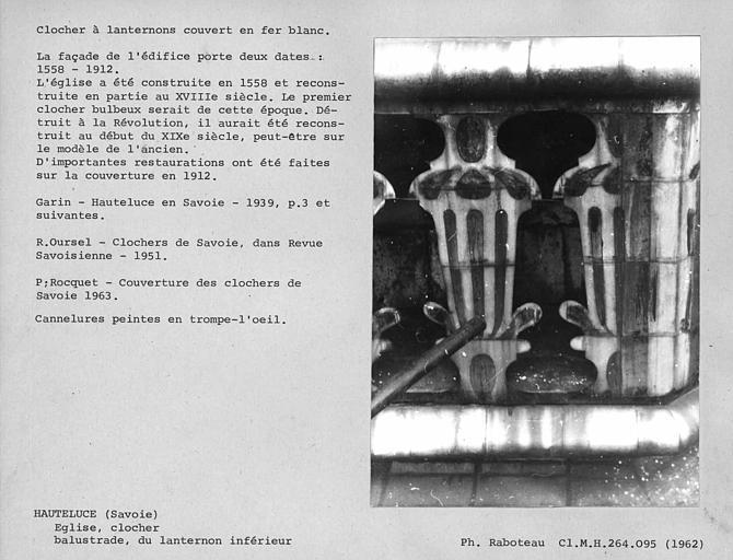 Clocher à lanternons couvert en fer-blanc, restauré en 1912. Balustrade du deuxième étage, lanternon inférieur, détail d'un angle du clocher