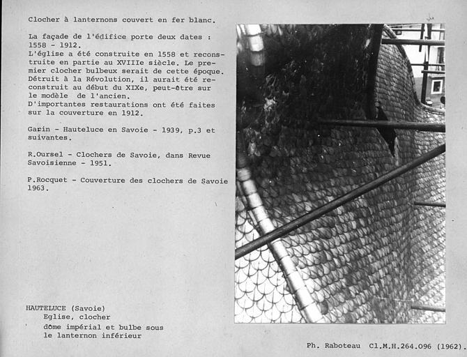 Clocher à lanternons couvert en fer blanc restauré en 1912. Dôme impérial et bulbe du premier étage