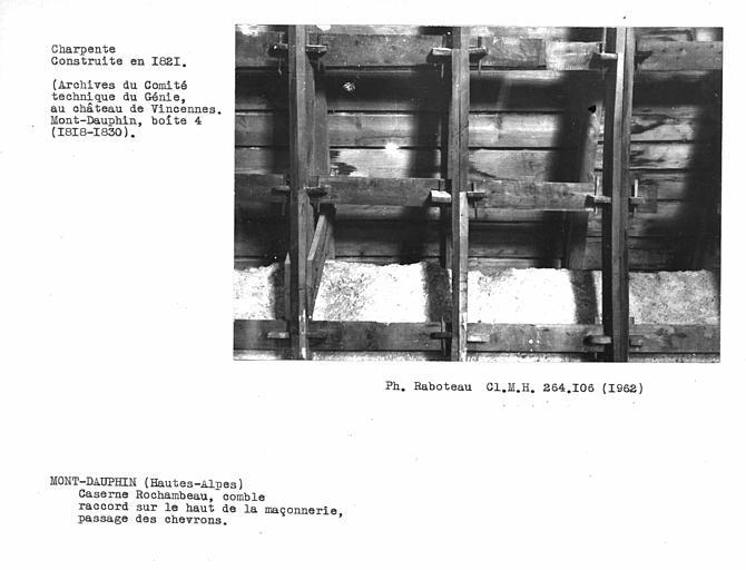 Charpente du comble, raccord sur le haut de la maçonnerie, passage des chevrons