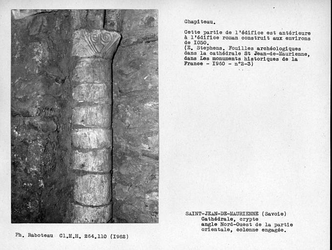 Colonne et chapiteau de la crypte, angle nord-ouest de la partie orientale