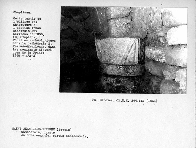 Détail d'un chapiteau de la crypte
