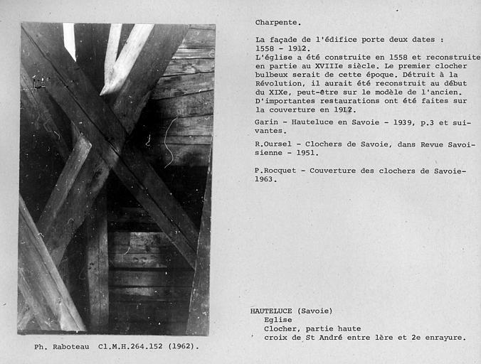 Charpente du clocher. Croix de Saint-André entre la première et la deuxième enrayure
