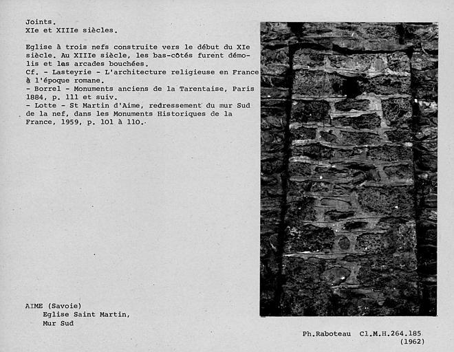 Joints préromans tirés au fer du mur sud