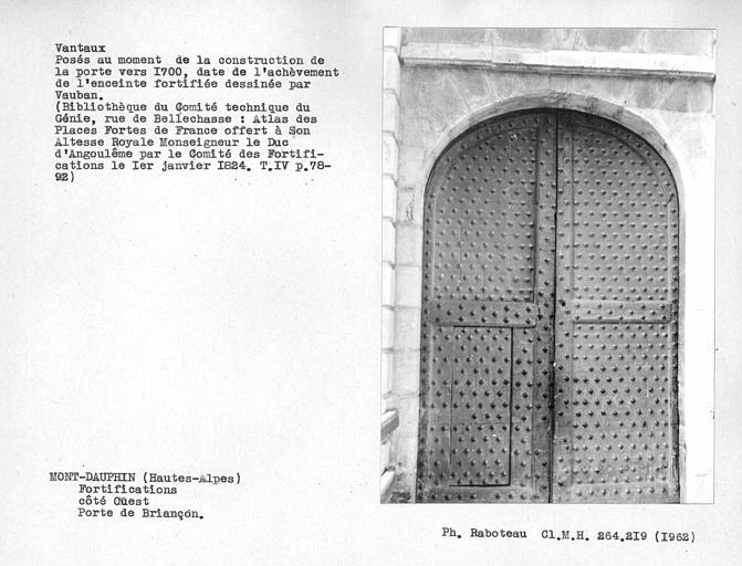 Côté extérieur des vantaux de la porte de Briançon côté ouest