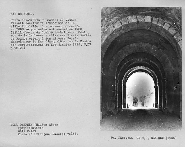 Porte de Briançon. Vue intérieure du porche côté village, arc doubleau du passage voûté