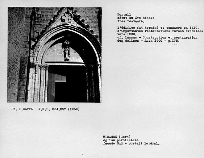 Portail latéral restauré de la façade sud