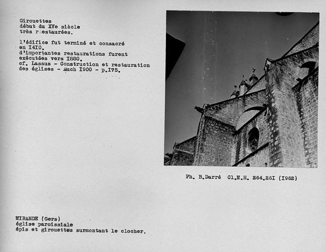 Epis et girouettes restaurées surmontant le clocher