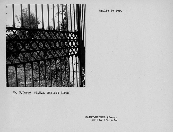 Détail du vantail droit de la grille d'entrée du parc