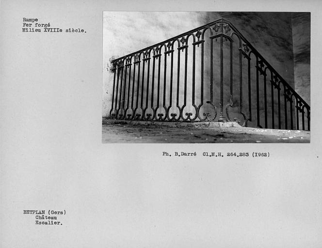Rampe en fer forgé du palier du premier étage de l'escalier