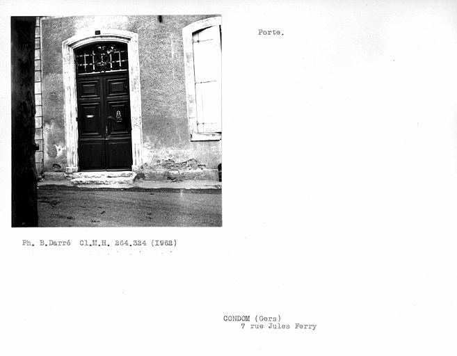 Porte d'entrée de la façade sur rue