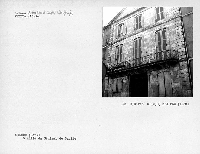 Balcon en fer forgé de la façade