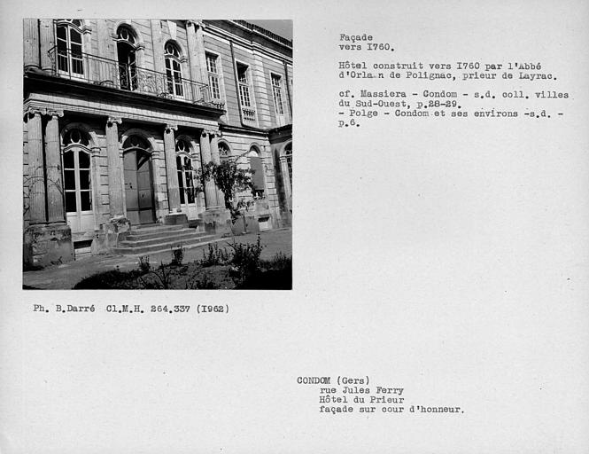 Colonnade de l'avant-corps central de la façade sur cour d'honneur