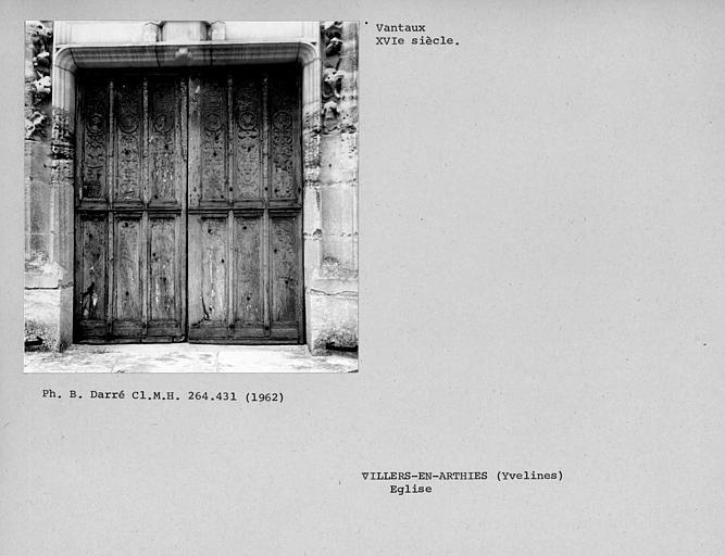 Côté extérieur des vantaux de la porte ouest de la nef