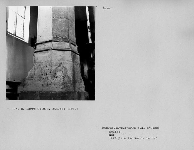 Base de la pile de la première colonne isolée de la nef