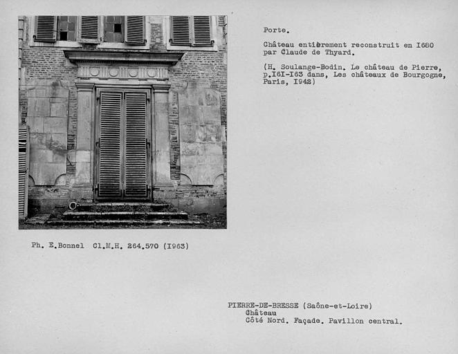 Porte du pavillon central, façade côté sud