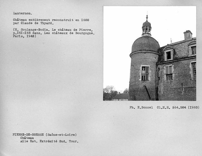 Lanternon de la tour à l'extrémité sud de l'aile est du chateau reconstruit en 1680 par Claude de Thyard