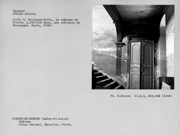 Corps central. Vantaux de porte de l'escalier monumental