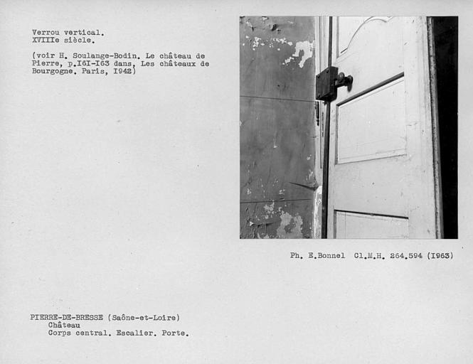 Corps central. Verrou vertical du vantail de porte de l'escalier monumental