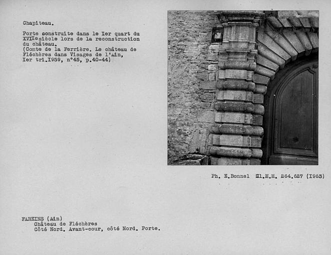 Jambage et chapiteau de porte de la façade nord de l'avant-cour