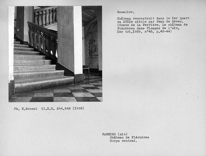Départ de l'escalier monumental du corps central