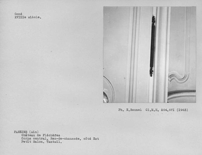 Gond de la serrurerie des vantaux de porte du petit salon à boiseries du rez-de-chaussée du corps central