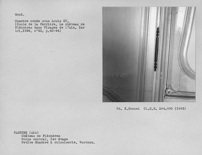 Gond de la serrurerie du vantail de porte de la chambre à dessus de porte chinois au premier étage du corps central