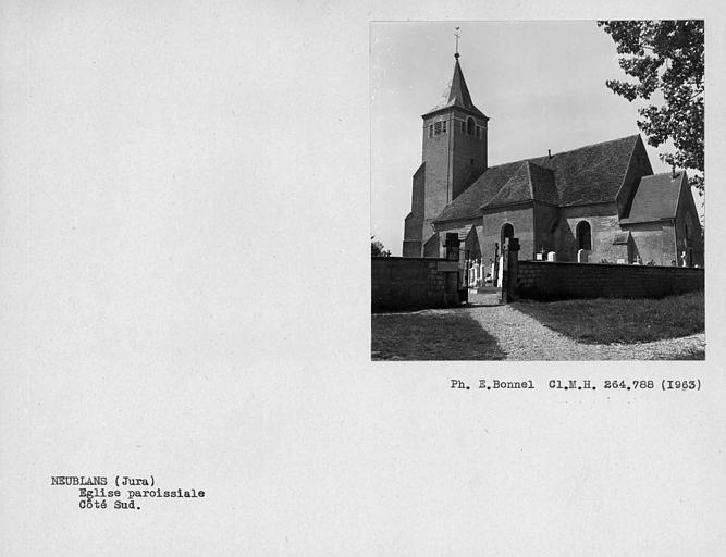 Couverture en tuiles de l'église, côté sud