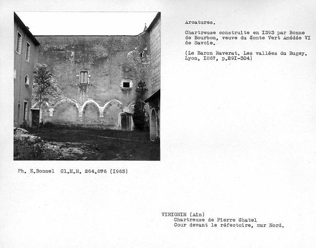 Arcatures du mur est de la cour du réfectoire
