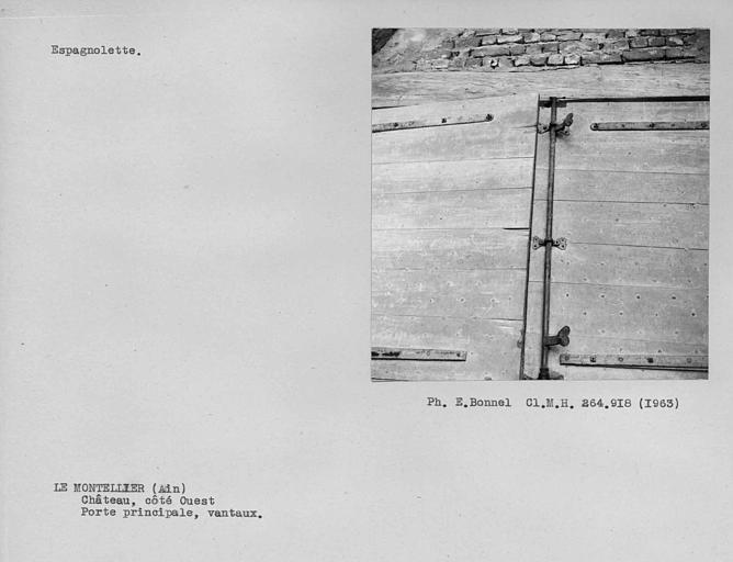 Espagnolette à l'intérieur des vantaux de la porte d'entrée dans la cour du côté ouest