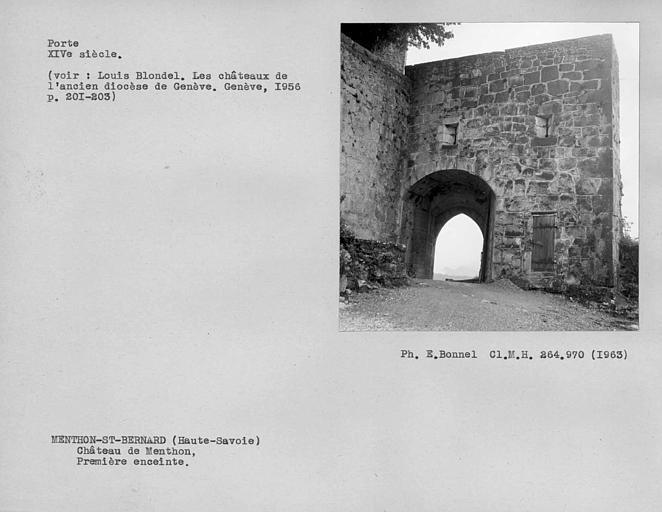 Porte fortifiée de la première enceinte