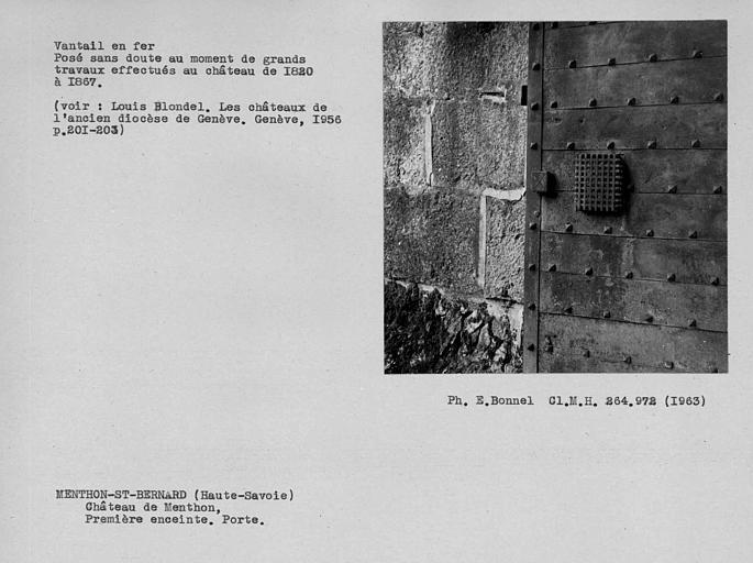 Judas du vantail en fer de la porte fortifiée de la première enceinte