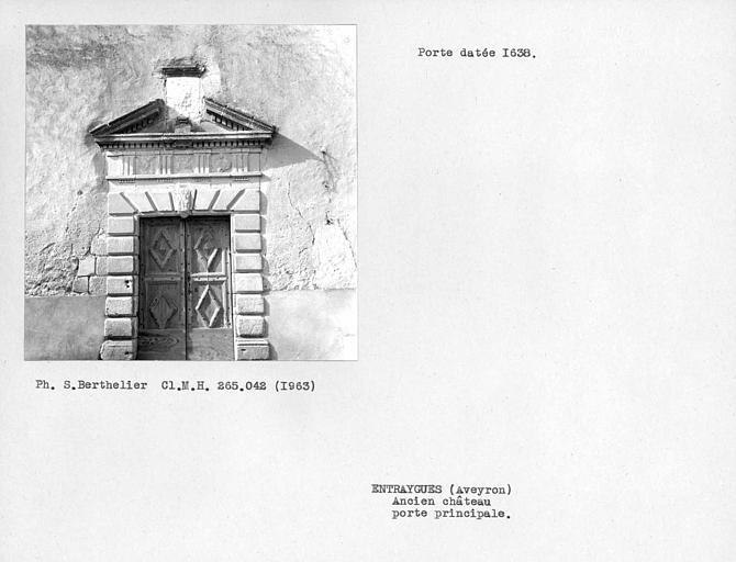 Porte de la façade