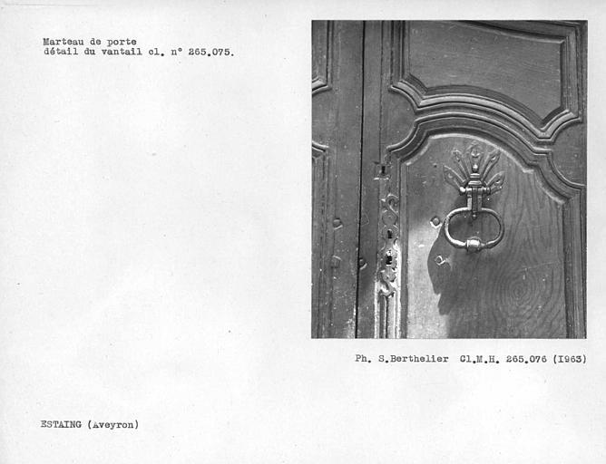 Marteau de porte, détail du vantail (voir cliché monuments historiques 265 075)