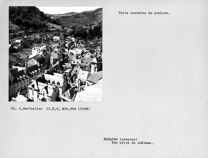 Vue générale des toits couverts en schiste