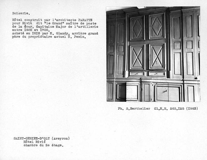 Décor intérieur de la deuxième chambre au deuxième étage, boiseries