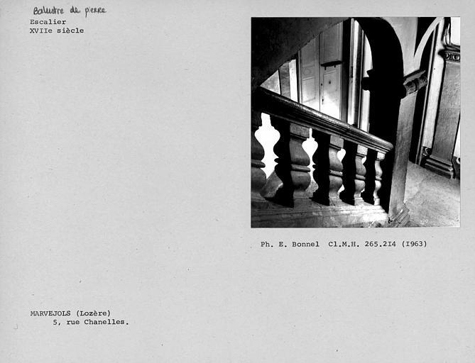 Balustre de pierre de l'escalier