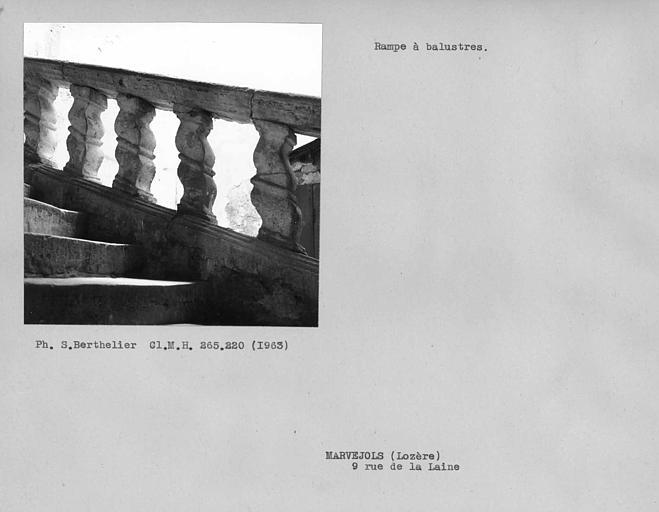 Balustres de pierre de la rampe de l'escalier