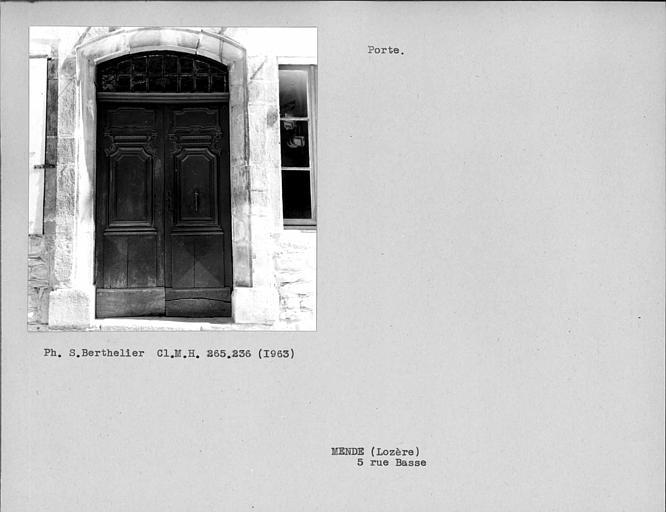 Vantaux de la porte de la façade sur rue